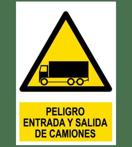 Señal / Cartel de Peligro. Entrada y salida de camiones
